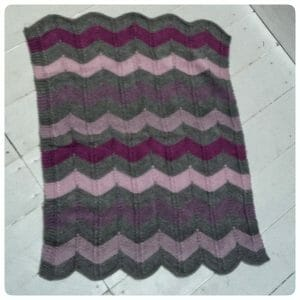 lovely baby blanket, knitting in chevron