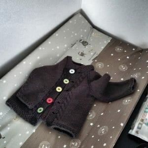 maglioncino cardigan ai ferri, schema per bambini 12 18 mesi