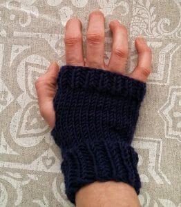 modello gratuito per guanti fatti a mano con i ferri in lana