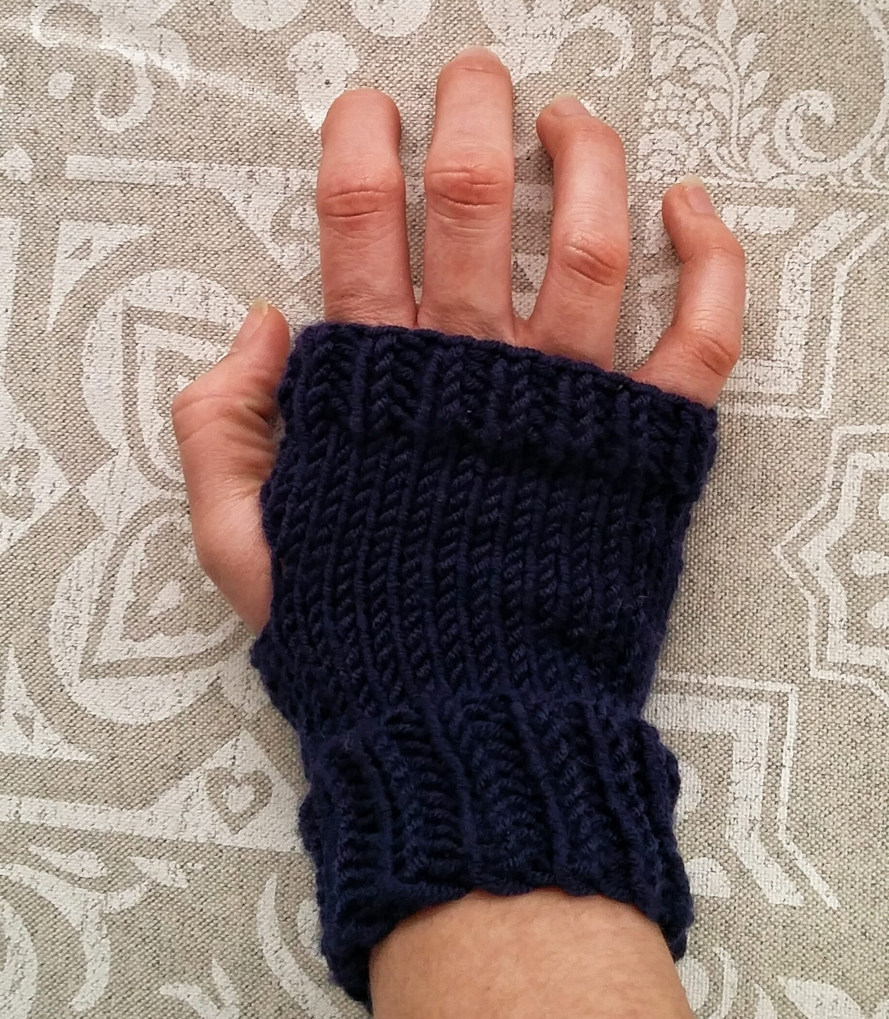 Knitted fingerless gloves/mitts - FromAnnA\'sHands